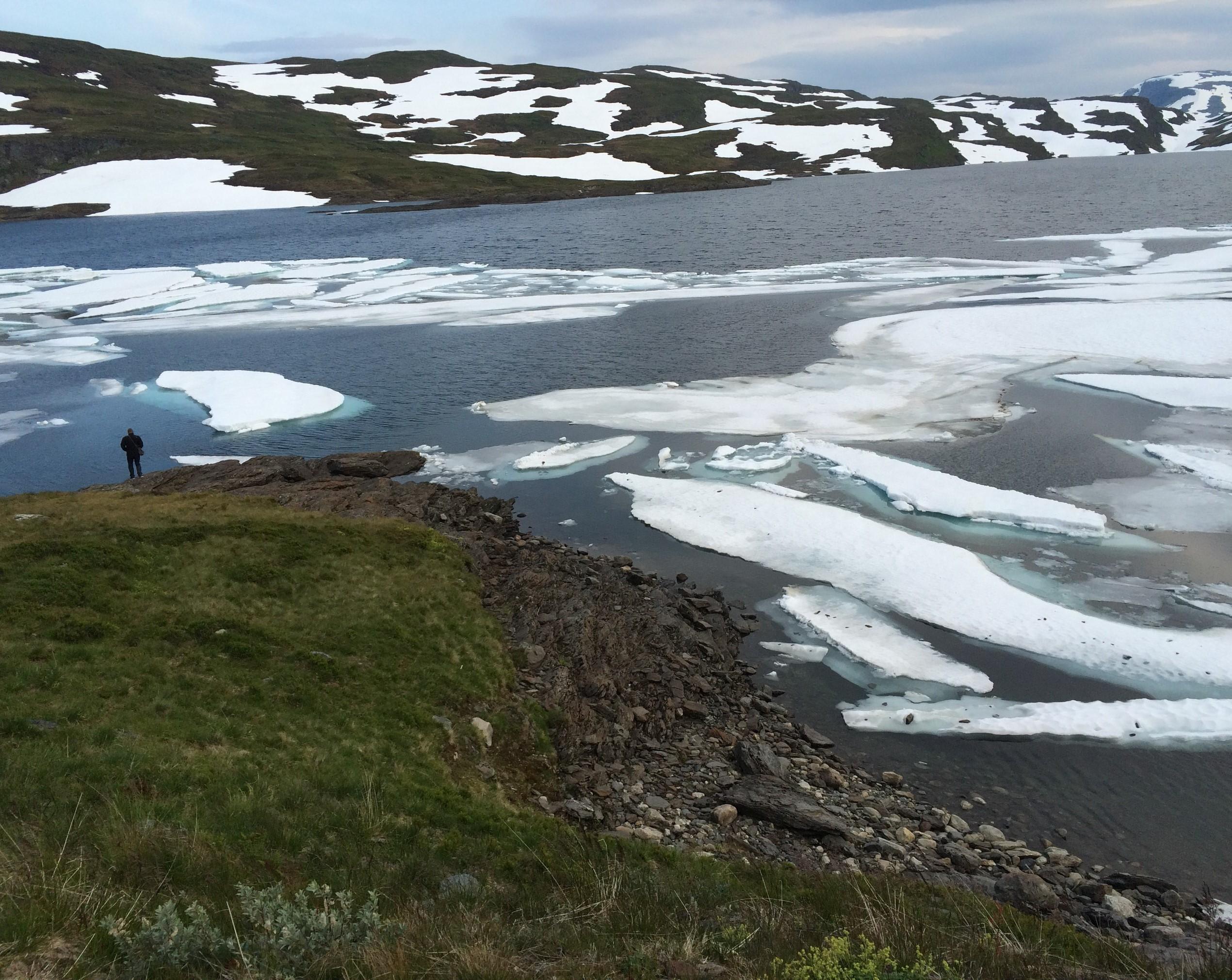 אגם וקרח רוחב גדול